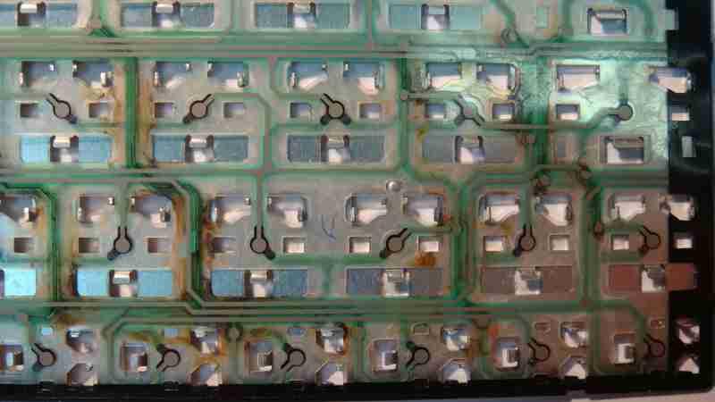 Коррозия на залитой клавиатуре