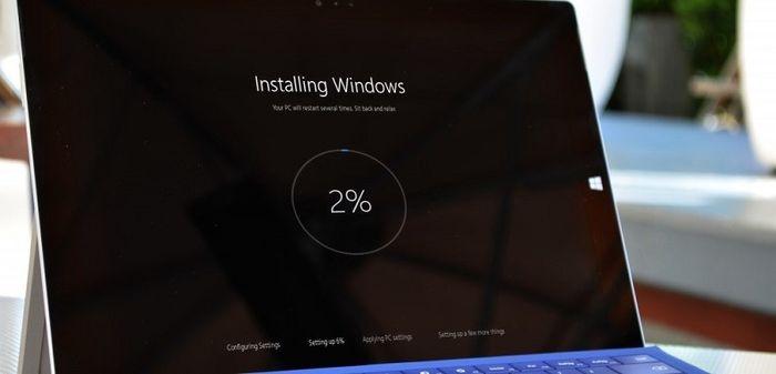 Если установка Windows 10 November Update замирает, извлеките карту памяти и убедитесь, что у вас достаточно свободной памяти