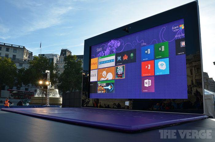 Гигантский планшет Surface 2 появился в центре Лондона